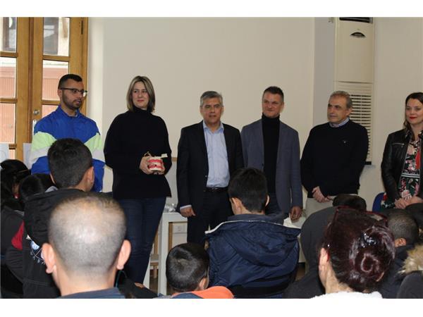 Μαθήματα στοματικής υγιεινής για προσφυγόπουλα στη Λάρισα
