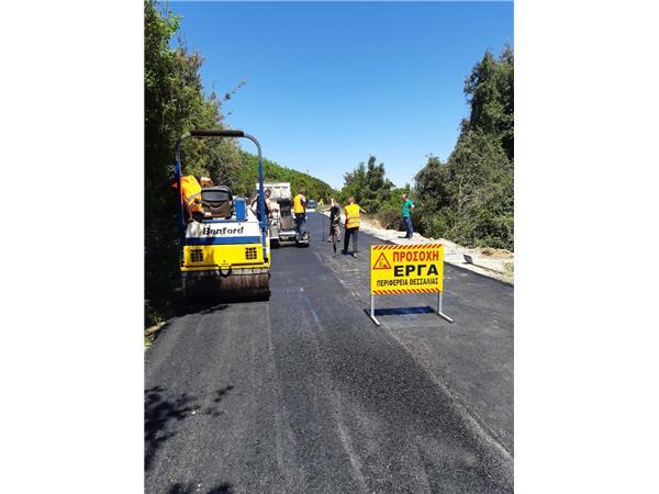 Ασφαλτικές εργασίες σε οδικά τμήματα της Μαγνησίας από την Περιφέρεια Θεσσαλίας