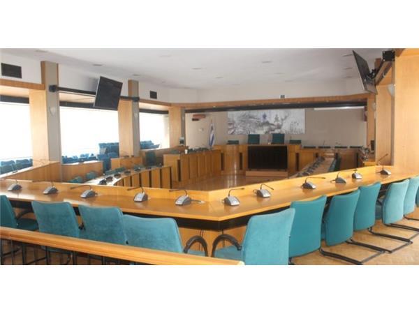 Ανοιχτή στο κοινό λόγω καύσωνα η κλιματιζόμενη αίθουσα του Περιφερειακού Συμβουλίου Θεσσαλίας στη Λάρισα