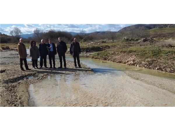 Άμεση η αντίδραση της Περιφέρειας για τη μόλυνση του Τιταρήσιου ποταμού